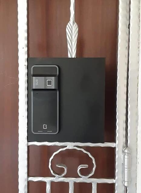 Epic-5G-digital-lock-hdb-door