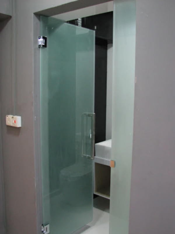 frosted-glass-swing-door-clear